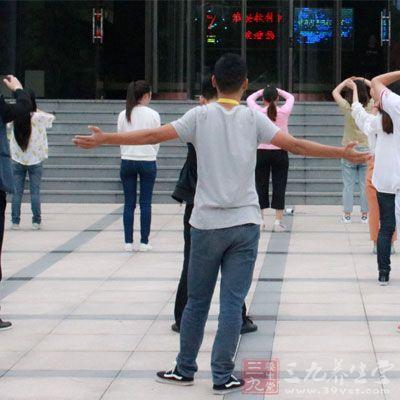 初学广场舞基本步法 十五步和十六步详解