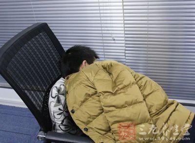 出现嗜睡、多汗、震颤、记忆力受损、头痛、淡漠、抑郁状态