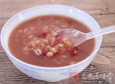 莲子、芡实、薏苡仁、山药、桂圆、红枣、白扁豆各5克、粳米l00克