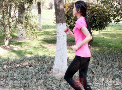 假设你是为了减肥,很可能饿的眼冒金星地跑步