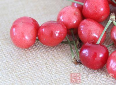 虽然樱桃甘甜可口,很多人都吃到停不下来