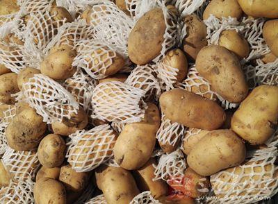 红烧牛肉炖土豆 吃它让你口齿留香一整天
