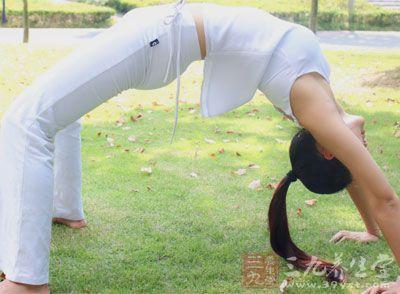 锻炼侧腰和臀部肌肉