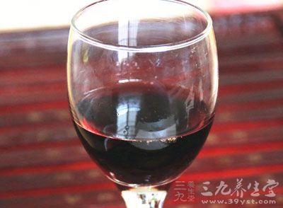 常饮葡萄酒的人得肾结石的机会最少,得病的风险要比无习惯的人低36%