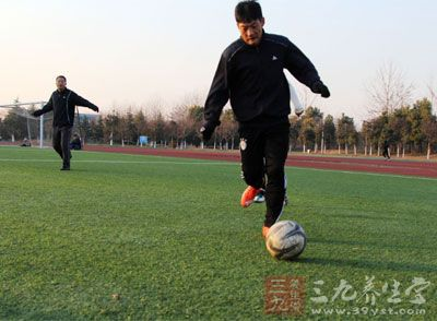 速度是所有足球专项技能中最为关键的要素