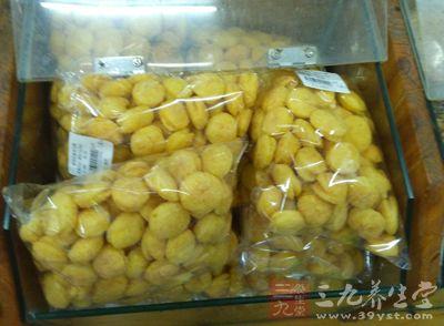 商家带包装袋称重散装食品大学生依法