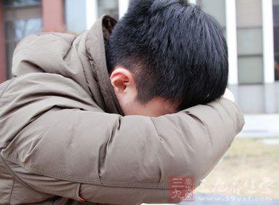 常见的是头晕、头痛、颈项板紧、疲劳、心悸等