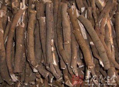 柴胡、赤芍、丹皮、薤白、川楝子、威灵仙、苍术、木香各10克