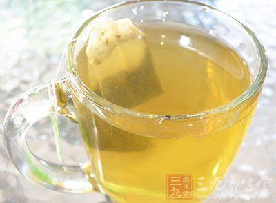 人们喜欢以喝浓茶的方式来解酒