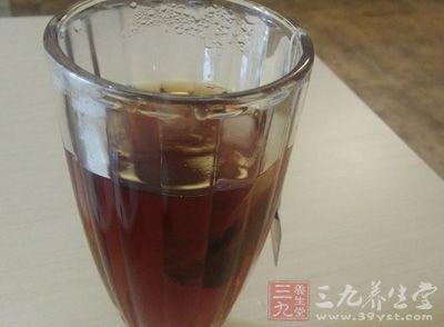 喝红糖生姜水,以活血化淤