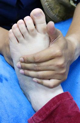 臉上的痘痘按摩腳竟能祛除
