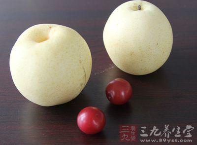 中医认为,梨有生津止渴、止咳化痰、清热降火、养血生肌、润肺去燥等功能,秋梨中丰富的水分正是肌肤所需