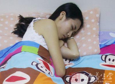 熬夜的危害 白领女性常熬夜要小心妇科病