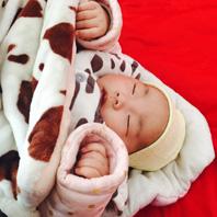婴儿脸上起小红点