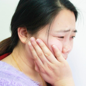 牙疼快速止ξ疼法 四种偏方你看那�快速止疼