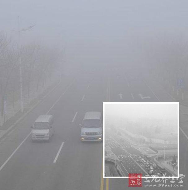 雾霾是什么?上海雾霾、杭州雾霾、西安雾霾、伦敦雾霾是如何治理的呢?雾霾天气注意事项又有哪些呢?雾霾天气吃什么好?雾霾是雾和霾的组合词。雾霾常见于城市。中国不少地区将雾并入霾一起作为灾害性天气现象进行预警预报,统称为雾霾天气。那么雾霾带来的五大意外收获是什么呢?下面就让我们具体来了解下吧。