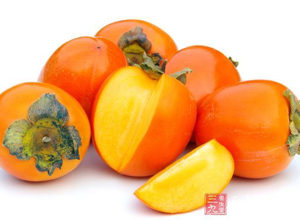 柿子里含有丰富的营养价值,它里面不但含有大量的蛋白质,同时还含有一定的碳水化合物和淀粉以及多种人体所需的维生素和矿物质
