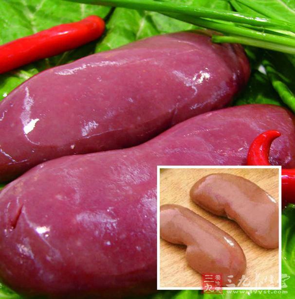 查瓦罗认为,大豆制品对男性生殖系统,尤其是精子的生成有不利影响。大豆及其制品中含有丰富的异黄酮类植物雌激素,若摄入过多,自然会影响到男性体内雄性激素的水平,从而导致一系列不良后果。   我国也曾有男科专家提出,吃大豆制品过多会影响男性精子数量。近5年来,南京市妇幼保健院男科医生潘连军一直在关注这一问题。他还发现,常吃大豆制品的男性,发生勃起功能障碍的几率是不常吃者的3.
