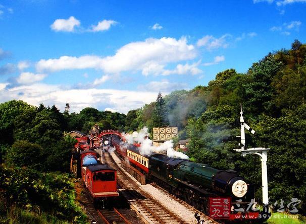火车旅游与儿童同行,安全第一