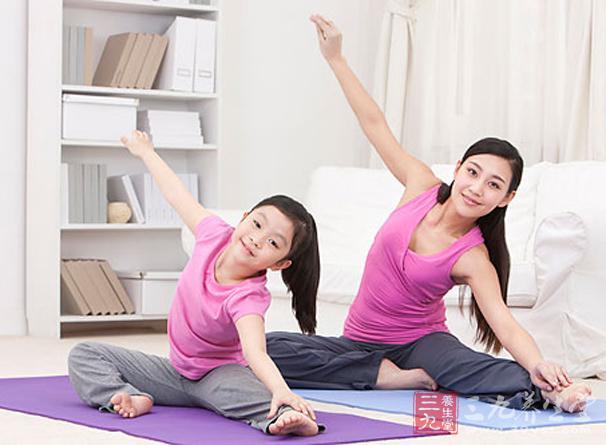 亲子视频衣服趣味性十足的视频瑜伽脱男人瑜伽女人教程图片