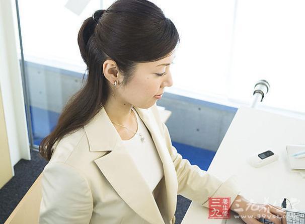 短肠综合征是由于不同原因造成小肠吸收面积减少而引起的一个临床症候群,多由广泛小肠切除所致,有时也可由小肠短路手术造成,由于上述疾病造成保留肠管过少,引起营养物质的吸收障碍,而表现为腹泻和营养障碍。严重者可危及病人生命。