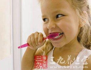 混用牙膏也会传播牙龈炎等病