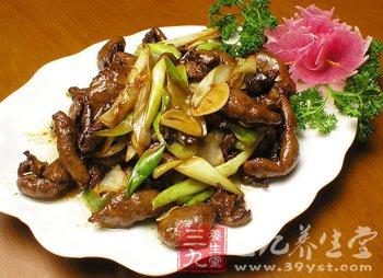 鸭肉养胃补虚 自制四款喷香料理