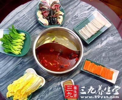 哈萨克斯坦冷饮火锅_许多人在食用火锅时喜欢搭配冷饮或酒.