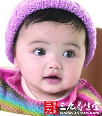 宝宝咬奶嘴不吸一岁