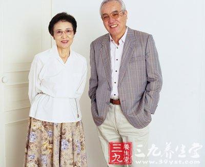 DIY中药包敷膝盖 助老年人护好关节(3)