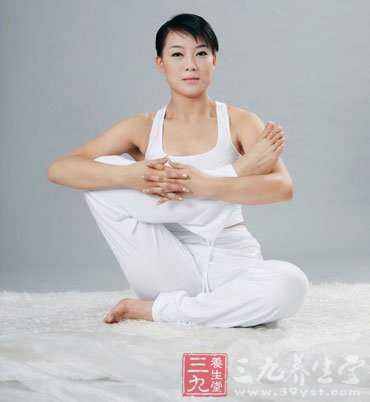 学瑜伽 打造饱满性感胸部