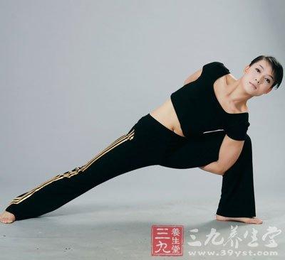瑜伽减肚子的动作 6个瑜伽动作赶走大肚腩