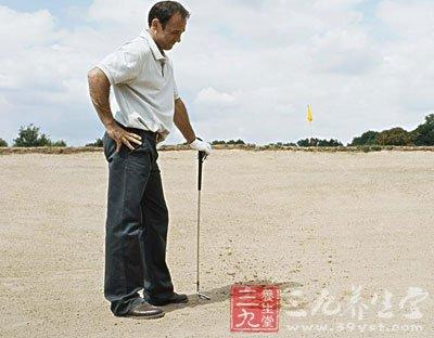 高尔夫规则中什么状况可以擦抹球