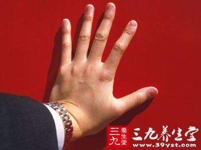 指尖是灰色或蓝色的,或者是你感觉指尖麻木,这可能是一种循环