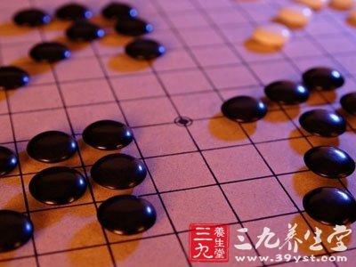 五子棋的行棋离不开数学的计算,而棋具本身也渗透着天文学和哲学的图片