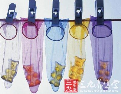 女子遭强奸劝带套获证据 避孕套使用方法演示