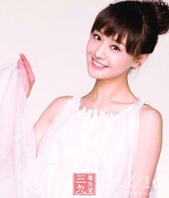 青年演员郑爽出道以来就被誉为新一代玉女,无论是《流星雨》中可爱