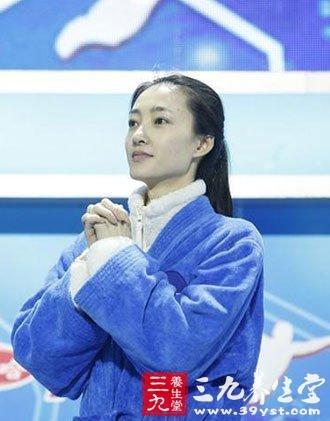 王丽坤被封素颜女神 学女神的美容祛斑大计