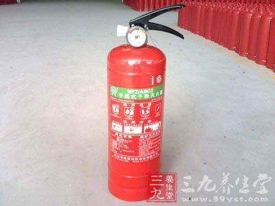 家庭中常用的灭火方法      发现家中起火,不要耽搁,要就地