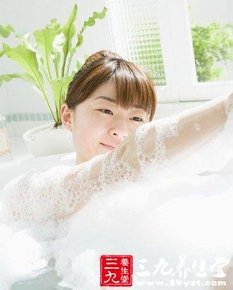 夏天要用洗热水澡