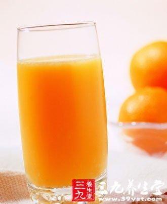 夏季养生喝鲜榨橙汁