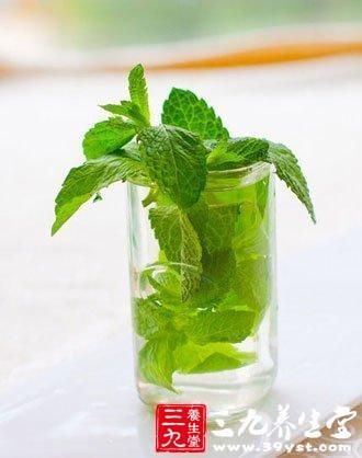 夏季吃些辛凉散发或甘寒清暑的中药可以消暑