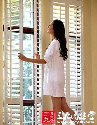 夏季养生要适当开窗通风防止冷气病