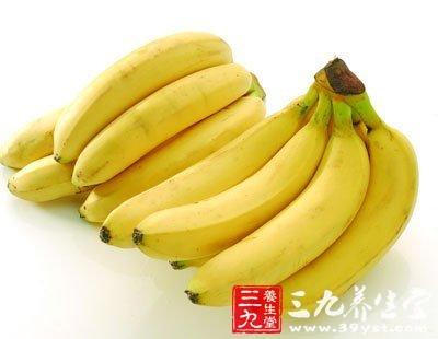 白领吃香蕉缓和情绪