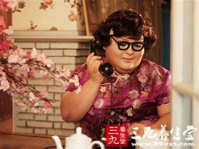 中国第一肥模林思?#23478;?#20048;嘉向自己60岁?#22799;?#20146;道歉