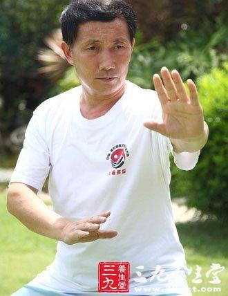 24式太极拳高探马高清图片