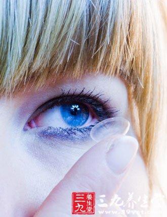 隐形眼镜的危害 佩戴隐形眼镜的危害图片