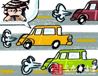 """刘师傅介绍,该克隆""""车内的出租汽车驾驶员服务监督卡已被警方抽"""