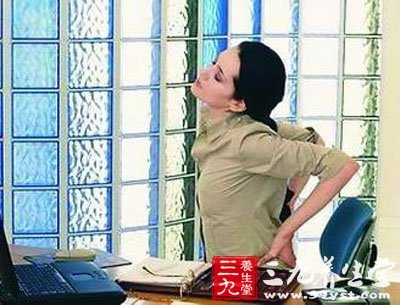 解除由于腰椎正常生理曲度变直对神经的压迫