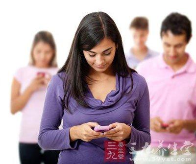 韩寒晒碗 玩手机吃饭有哪些危害(3)